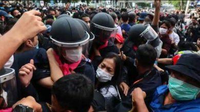 Photo of การประท้วงครั้งใหญ่ที่สุดเริ่มต้นในประเทศไทยจากการปฏิรูปการเมือง |  ผู้คนหลายพันคนพากันไปตามท้องถนนในกรุงเทพฯนักเรียนคนนี้นำรัฐบาล