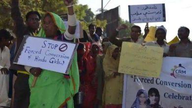 Photo of การประท้วงในปากีสถานเรื่องการลักพาตัวบังคับให้สาวคริสเตียนเปลี่ยนใจเลื่อมใส |  ปากีสถาน: ผู้คนโกรธแค้นเรื่องการลักพาตัวเด็กหญิงคริสเตียนวัย 13 ปีการเปลี่ยนใจเลื่อมใส
