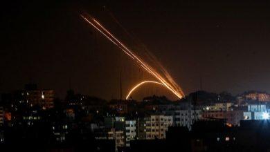 Photo of กองกำลังอิสราเอลโจมตีฐานทัพฮามาสหลังจากยิงจรวดจากฉนวนกาซา