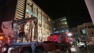 Photo of หมอพยายามช่วยชีวิตผู้ป่วยโควิดจากไฟไหม้โรงพยาบาลโรมาเนียที่ถูกยกย่องให้เป็นฮีโร่ |  ไฟไหม้โรงพยาบาลแพทย์ช่วยชีวิตคนไข้แม้ไฟไหม้ตัวเอง 40 เปอร์เซ็นต์