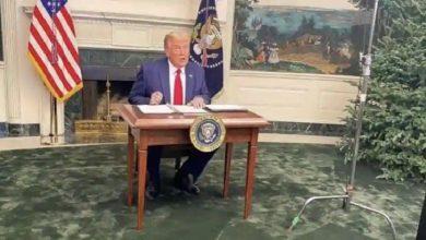 Photo of จะแปลกใจที่เห็นโต๊ะเล็ก ๆ ของทรัมป์ผู้ใช้โซเชียลมีเดียแสดงความคิดเห็นตลก ๆ |  จะต้องประหลาดใจเมื่อเห็นโต๊ะของทรัมป์ออกจากตำแหน่งประธานาธิบดี MEMES ครองโซเชียลมีเดีย