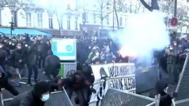 Photo of กองกำลังรักษาความปลอดภัยในฝรั่งเศสยิงแก๊สน้ำตาใส่ผู้ประท้วงเพราะความรุนแรงของตำรวจ |  ฝรั่งเศส: ประท้วงการใช้ความรุนแรงของตำรวจครั้งใหญ่รู้ว่าสถานการณ์เป็นอย่างไร