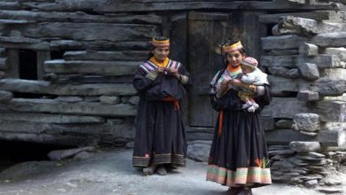 Photo of ชุมชน Kalash ของปากีสถานอาศัยอยู่ใน Hindu Kush Mystery |  ชาวโลกต่างตกตะลึงเมื่อเห็นการเปิดกว้างของชุมชน Kalash ซึ่งมีเสรีภาพมากมายสำหรับผู้หญิงในการแต่งงาน