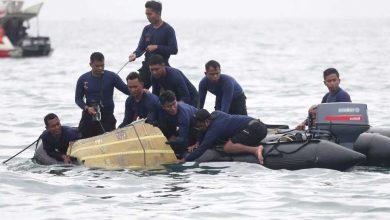 Photo of อินโดนีเซีย: ตรวจพบกล่องดำของเครื่องบินตกและยังพบอวัยวะของมนุษย์
