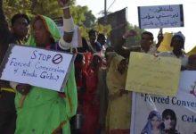 Photo of เด็กหญิงคริสเตียนวัย 12 ถูกลักพาตัวข่มขืนและล่ามโซ่นาน 5 เดือนในปากีสถาน |  ปากีสถาน: เด็กหญิงอายุ 12 ปีถูกลักพาตัวแล้วบังคับให้แต่งงานถูกมัดด้วยโซ่ทั้งวัน