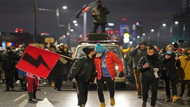 Photo of หลายพันคนเดินขบวนในโปแลนด์เพื่อต่อต้านกฎหมายใหม่ที่ จำกัด การทำแท้ง |  ผู้คนหลายพันคนออกไปตามท้องถนนเพื่อต่อต้านการห้ามทำแท้งในโปแลนด์เรียกร้องให้รัฐบาลถอนกฎหมายฉบับใหม่ทันที