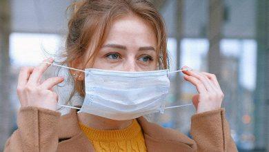 Photo of ผู้เชี่ยวชาญด้านสุขภาพของเราแนะนำให้สวมหน้ากากสองอันเพื่อป้องกันโคโรนา |  Covid-19: การสวมหน้ากาก 2 ชิ้นร่วมกันช่วยลดความเสี่ยงของการติดเชื้อโคโรนาได้หรือไม่?