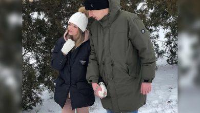 Photo of คู่รักยูเครนท้าทายรักแท้ล่ามโซ่ตัวเองนาน 3 เดือน  คู่รักคู่นี้กล่าวคำปฏิญาณที่ไม่เหมือนใครในวันวาเลนไทน์จะยังคงถูก 'ขัง' ในกุญแจมือเป็นเวลาหลายเดือน