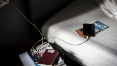 Photo of สมาร์ทโฟนชาร์จมือถือบนเตียงอันตรายต่อชีวิตสมอง ngmp |  หากคุณชาร์จในขณะที่วางโทรศัพท์ไว้บนเตียงระวังอาจเกิดการสูญเสียครั้งใหญ่