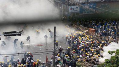 Photo of การอัปเดตข่าวรัฐประหารเมียนมาร์ปี 2564: กองกำลังความมั่นคงเปิดฉากยิงผู้ประท้วงต่อต้านรัฐประหารเสียชีวิตอย่างน้อย 9 คน