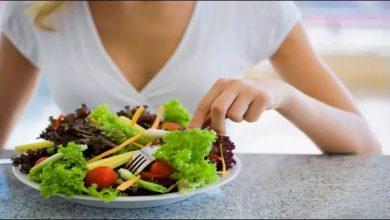 Photo of รู้ว่าเวลาที่เหมาะสมกินสลัดพร้อมอาหารหรือก่อนอาหารคืออะไร |  สลัดเพื่อสุขภาพยังทำให้เสียสุขภาพได้หากกินผิดเวลา!