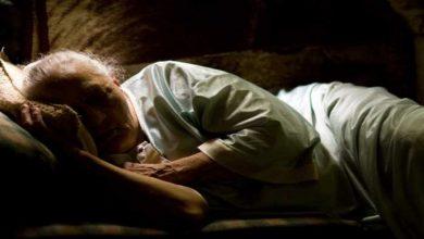 Photo of ความชราส่งผลต่อการนอนหลับของผู้สูงอายุเคล็ดลับและเทคนิคในการนอนหลับฝันดี |  เคล็ดลับการนอนหลับสำหรับผู้สูงอายุ: เนื่องจากเหตุผลเหล่านี้การนอนหลับไม่ได้เกิดขึ้นเนื่องจากอายุมากขึ้นปรับปรุงพฤติกรรมการนอนหลับ