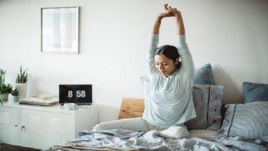 Photo of ยืดเหยียดออกกำลังกายที่ควรทำก่อนลุกจากเตียง samp |  ท่ายืดเหยียดที่สำคัญนี้ควรทำบนเตียงก่อนตื่นนอนตอนเช้า