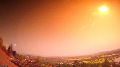 Photo of ทันใดนั้น ท้องฟ้าก็เต็มไปด้วยแสงสีเหลืองในนอร์เวย์ในตอนกลางคืน จากนั้นอุกกาบาตก็กลายเป็นลูกไฟ  วิดีโอไวรัล |  ท้องฟ้าเต็มไปด้วยแสงสีเหลืองในนอร์เวย์ในตอนกลางคืนแล้วอุกกาบาตกระทบใกล้ป่า ชมวิดีโอ Viral